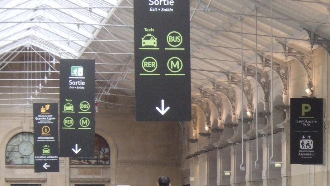 Charte couleur pour la nouvelle signalétique en gare SNCF_Gare Saint Lazarre